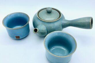 Blå keramiske Kyusu tekande med to kopper